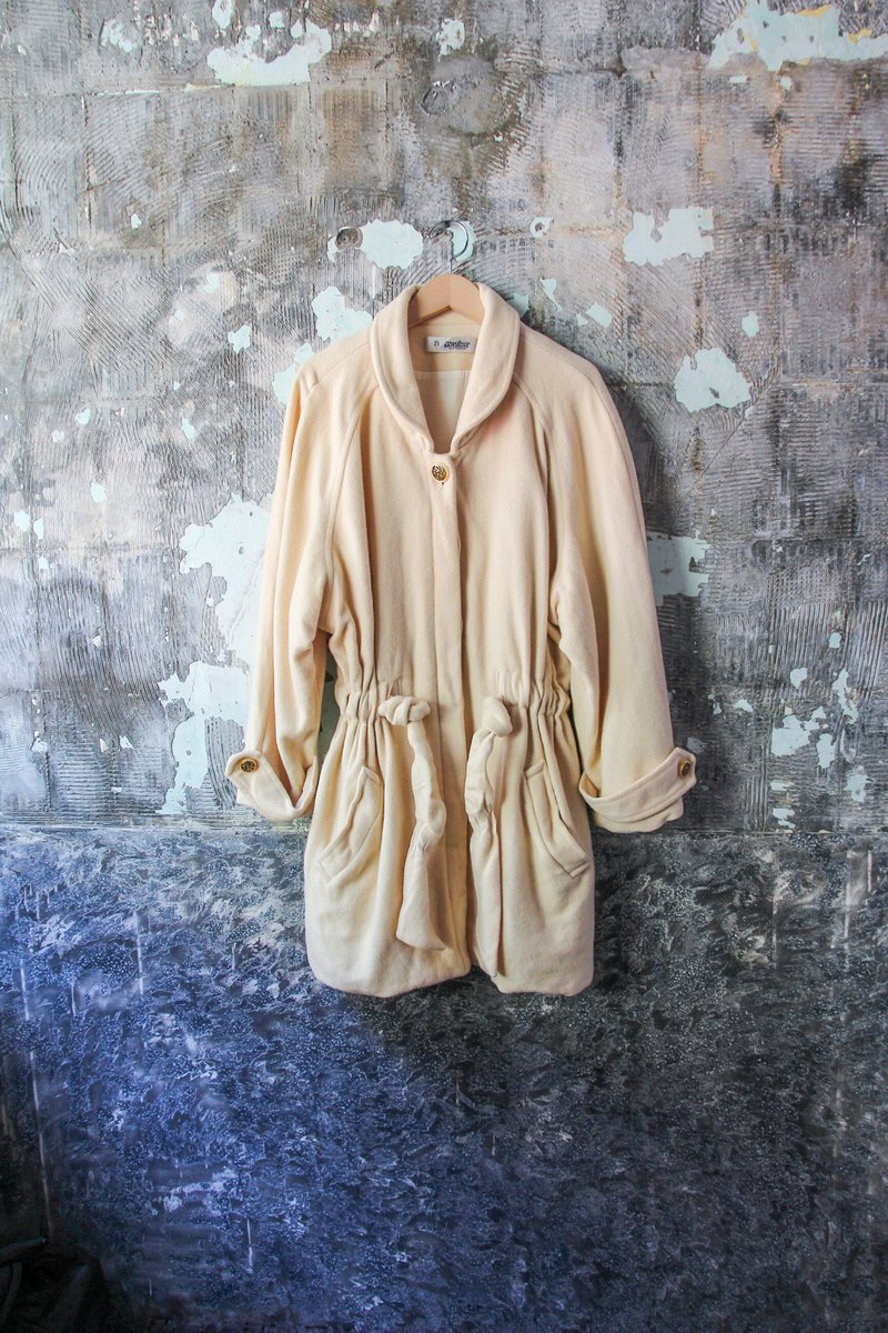 袅袅 department store-Vintage round neck beige white drawstring coat coat retro