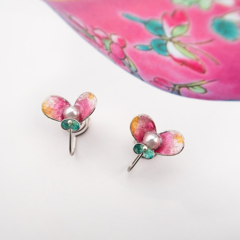 Butterfly in Love with Flowers NO.3 | Handmade stainless steel earring