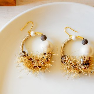 Fancy yarn's earrings gold