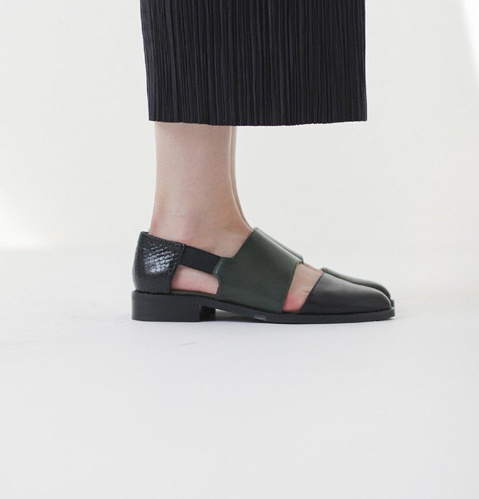 Banded bandage basket empty structure minimalist leather color leather shoes black and green