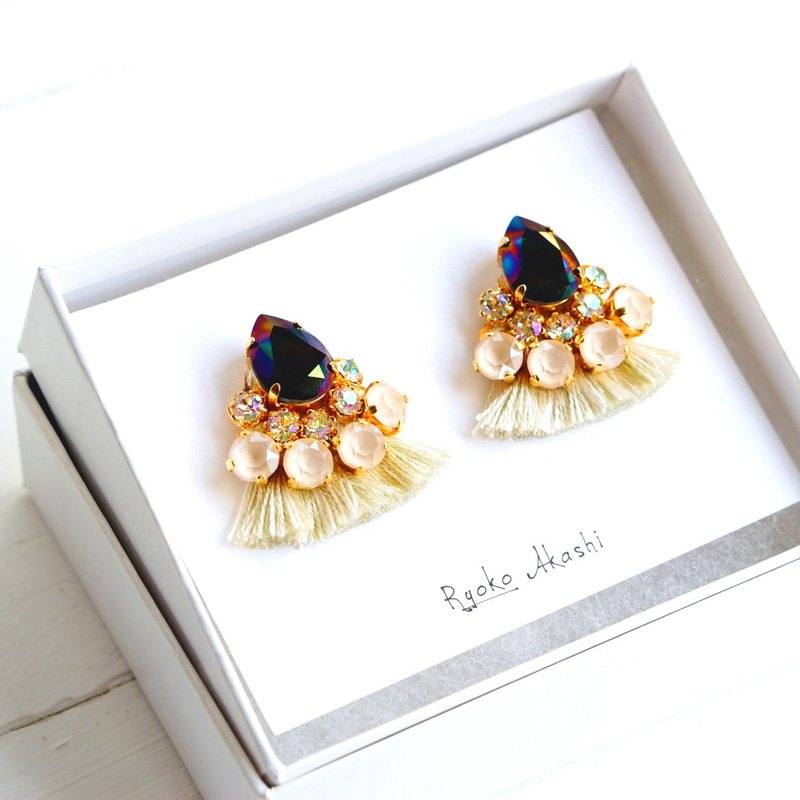 Silk and Swarovski post earrings / clip-on cream