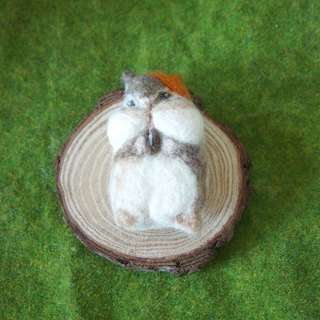Wool felt greedy squirrel pin / brooches custom
