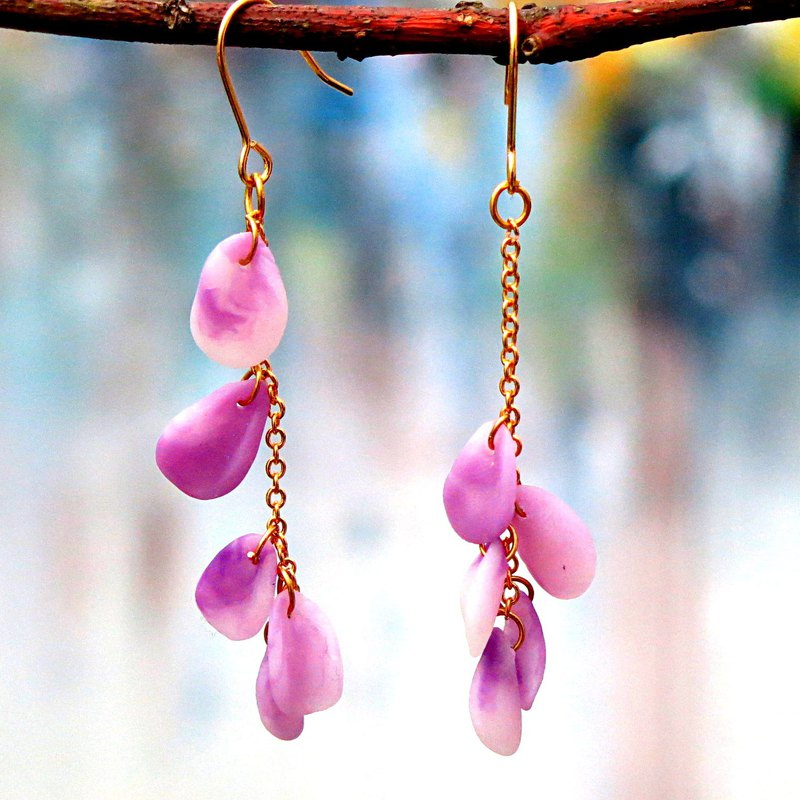 Purple petals fringed earrings. Brass 14kgf. Purple. Romantic and elegant  Gift