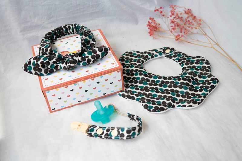 Mi Yue gift box | eight yarn gauze towel, baby hair band, pacifier clip | black and green hit point (woman treasure)