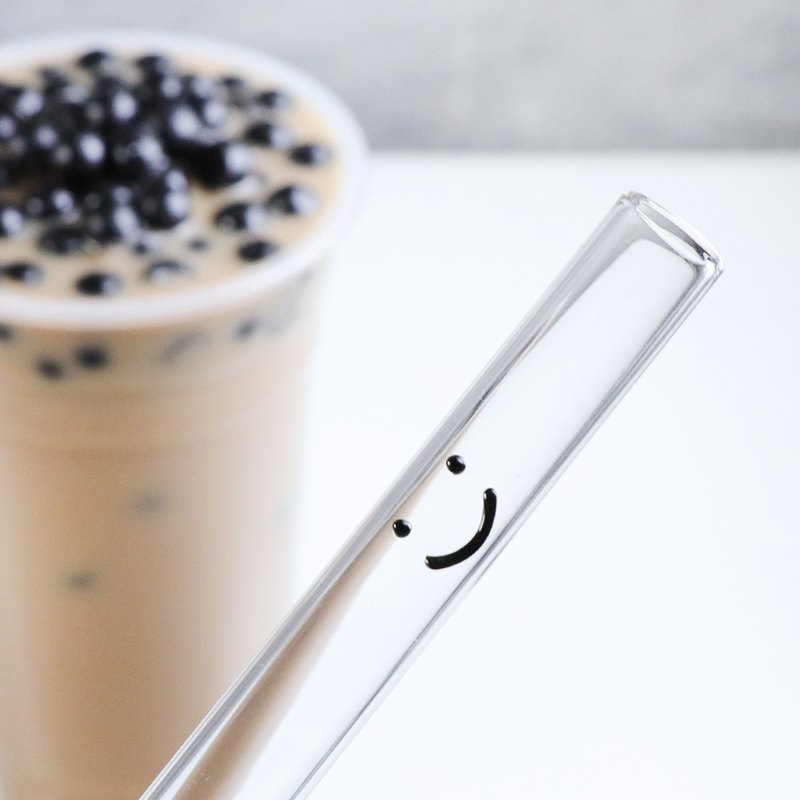20cm (caliber 1.5cm) can pierce the sealing film smile glass environmentally friendly straw (with a cleaning brush)