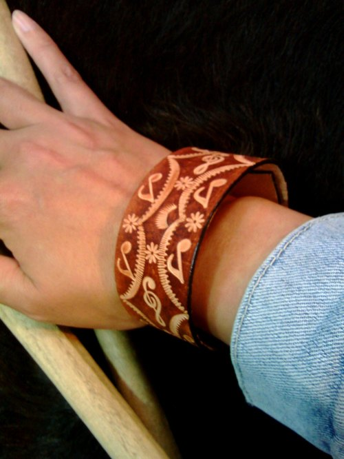 〖BALLAD OF BIDENS ALBA〗handmade leather-carving wristband (Fata'an leather-carving series)