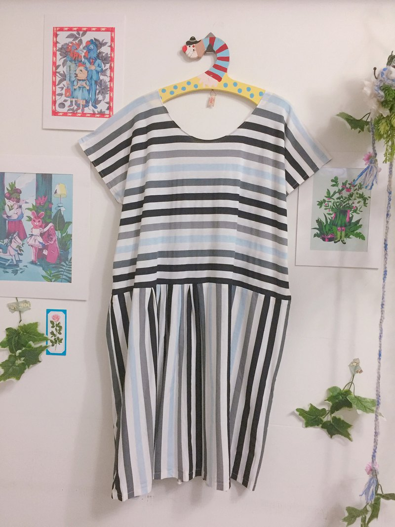 Dress / gray blue stripes