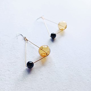 Half/half's half- triangle hit earrings - Brass/glass/black agate/geometry/ear clip