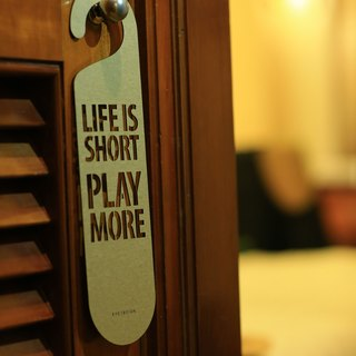 "[EyeDesign see design] a word door hanging ""LIFE IS SHORT PLAY MORE"" D15"