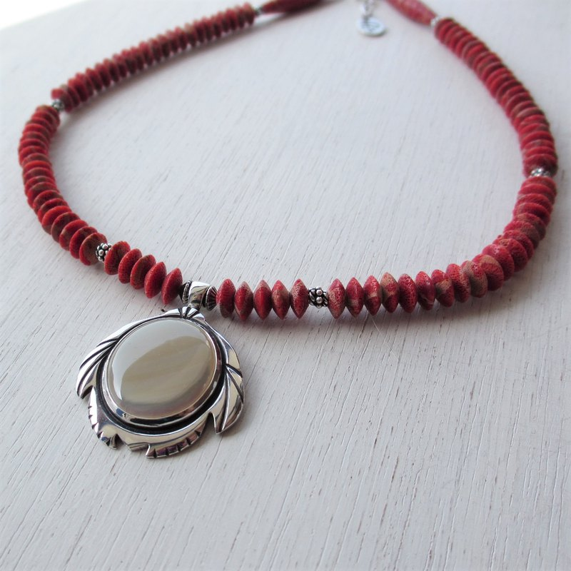 Sea Turtle Takase Shell / Isobana Coral Necklace