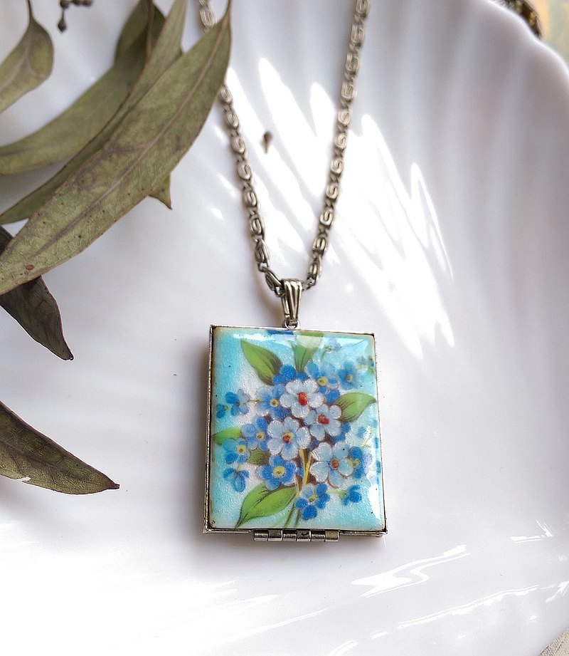 Western antique jewelry. Locket Square Fresh Flower Photo Pendant Necklace