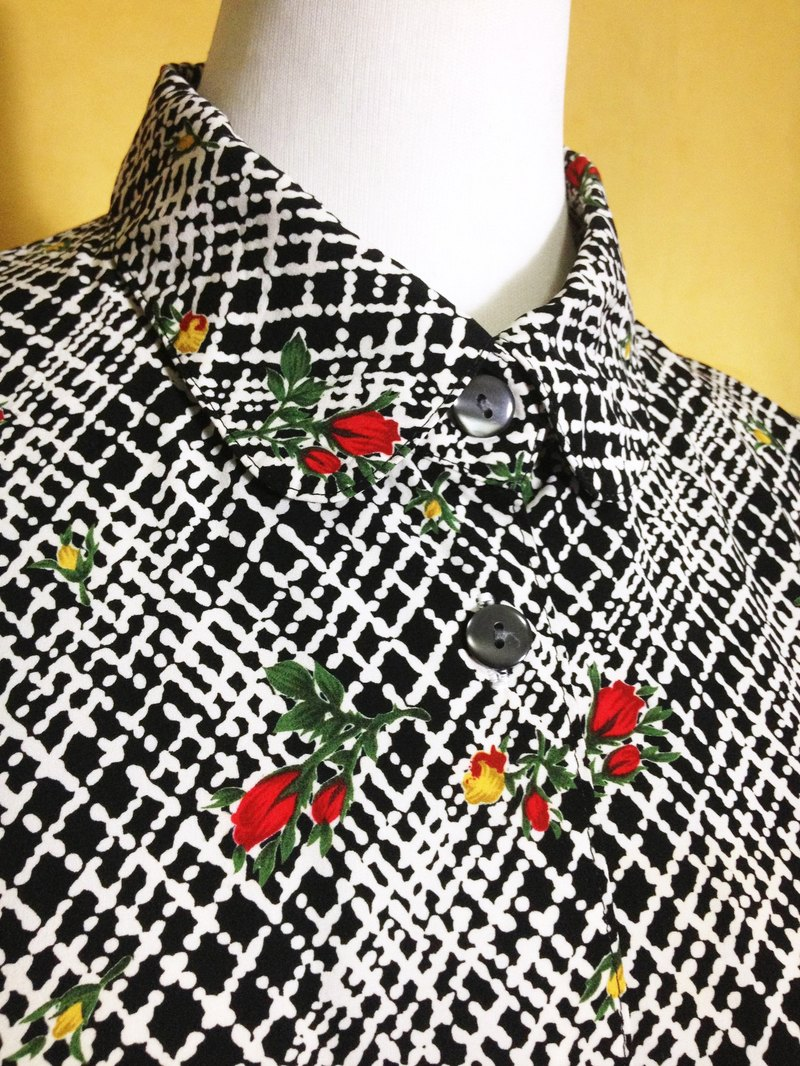 Ping-pong vintage [vintage shirt / Nippon black and white checkered shirt vintage flowers Long] abroad back VINTAGE