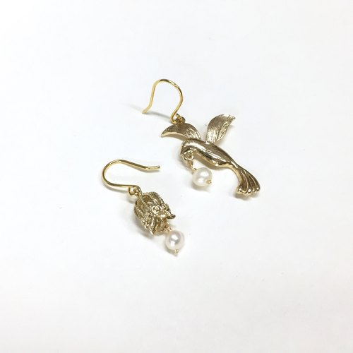 [If] [bird] Sang freedom. Natural pearl earrings / bird / cage style. Gold plated brass earrings. Japanese / French / minimalist style. Asymmetric earrings / ear hook / ear clip