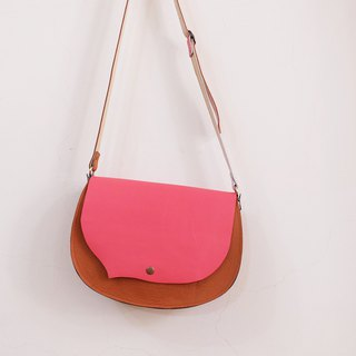 Small Liuhai dial left leather saddle bag can be backed peach + camel brown