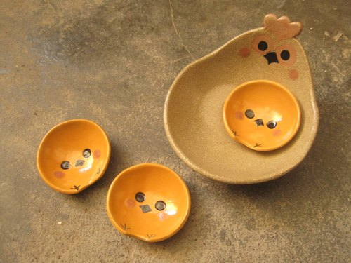 DoDo hand-made animal shaped bowl - hen with chick (+ shallow bowl chopsticks dish rack * 3)