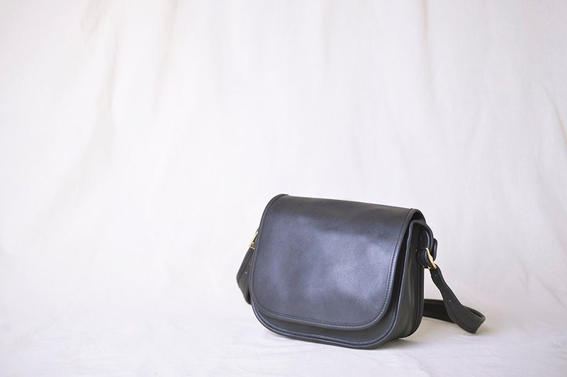 Vintage Coach 80's antique black shoulder bag