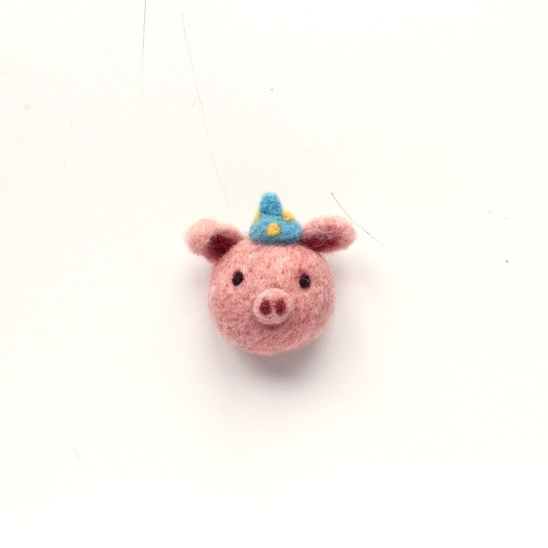 Piggy wool felt pin