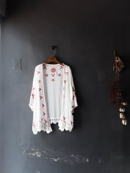 River Water Mountain - Yamaguchi Pure White Powder Embroidery Totem Love Girl Antique Cotton Top Jacket Blouse