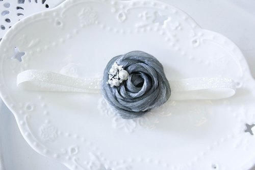 Sweet House baby models with dark gray hair brooch flower hair band