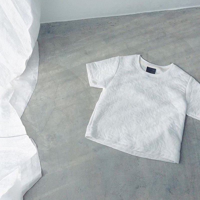 perforated texture / white / short sleeve top - T shirt