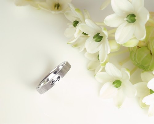 Less than more - Passive lettering silver ring