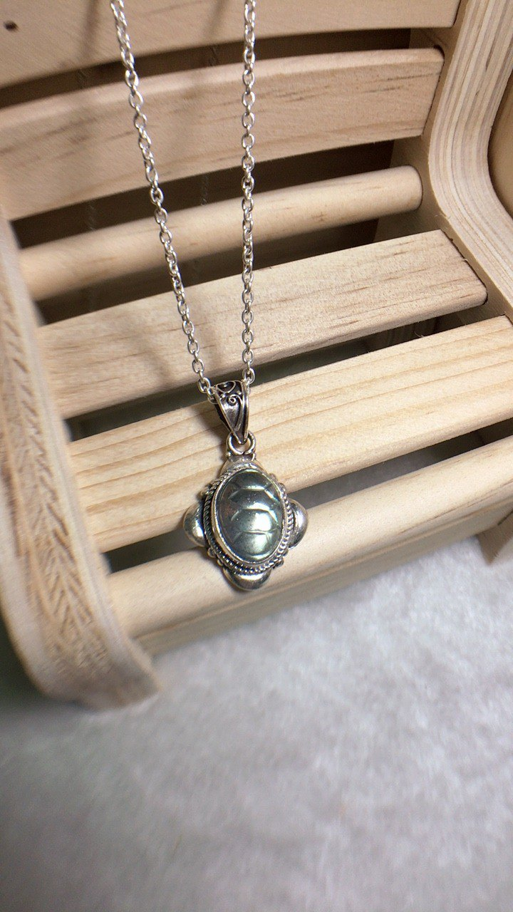 Labradorite pendant in Special cutting work Handmade in Nepal 92.5% Silver