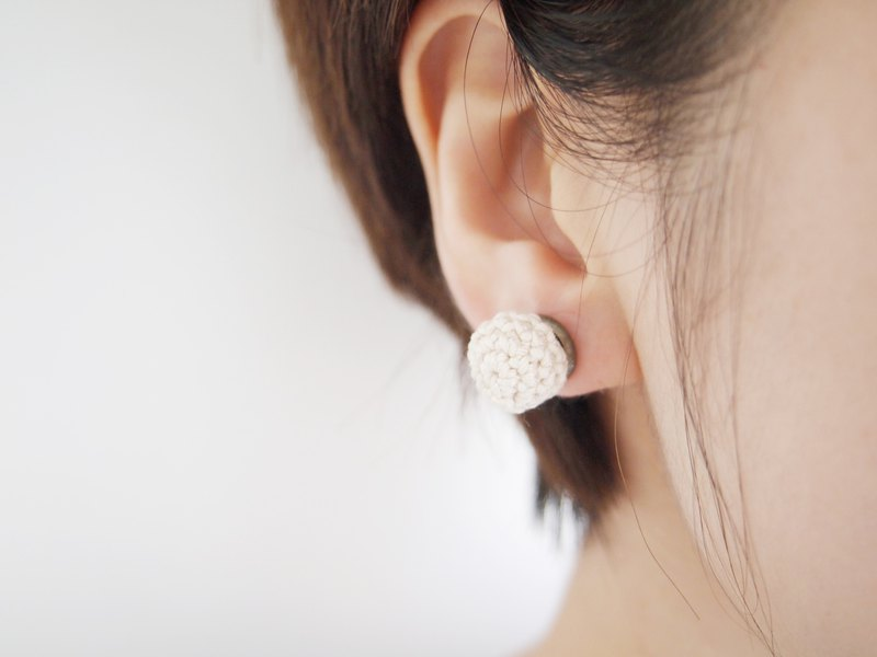 Rice white hand-knit lace ball earrings