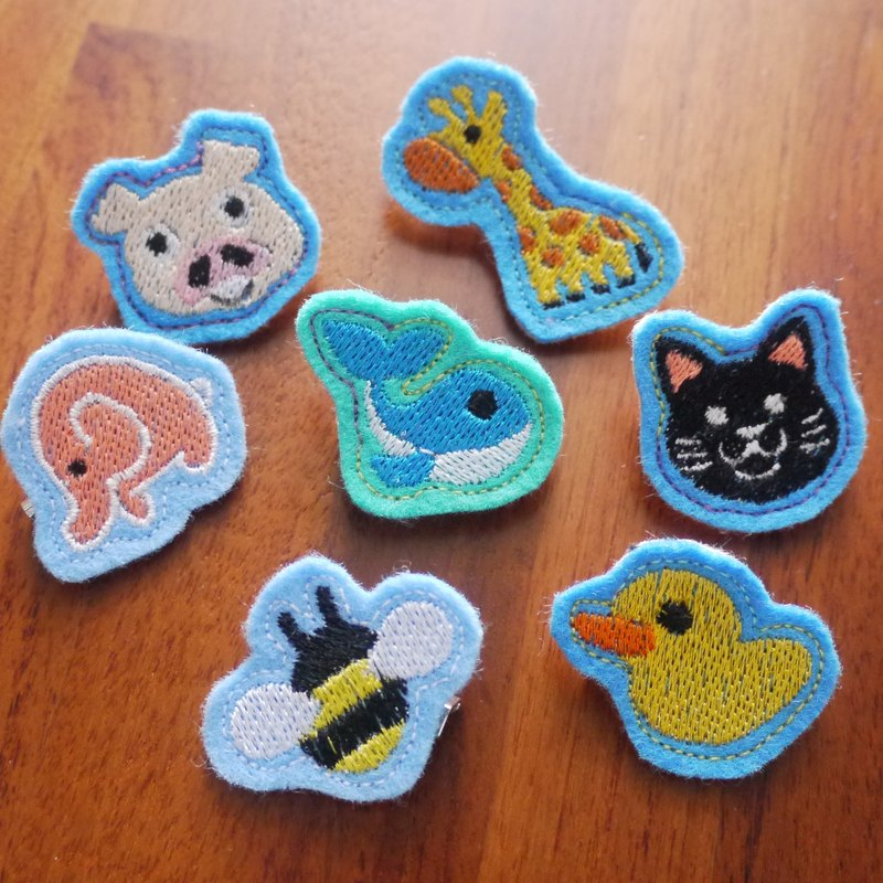 Animal world (A) embroidery brooch jewelry decoration 7 (bottom cloth color randomly produced)