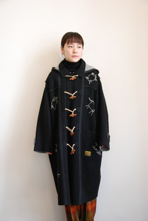 Pumpkin Vintage. Ancient animal pattern hooded wooden clasp coat