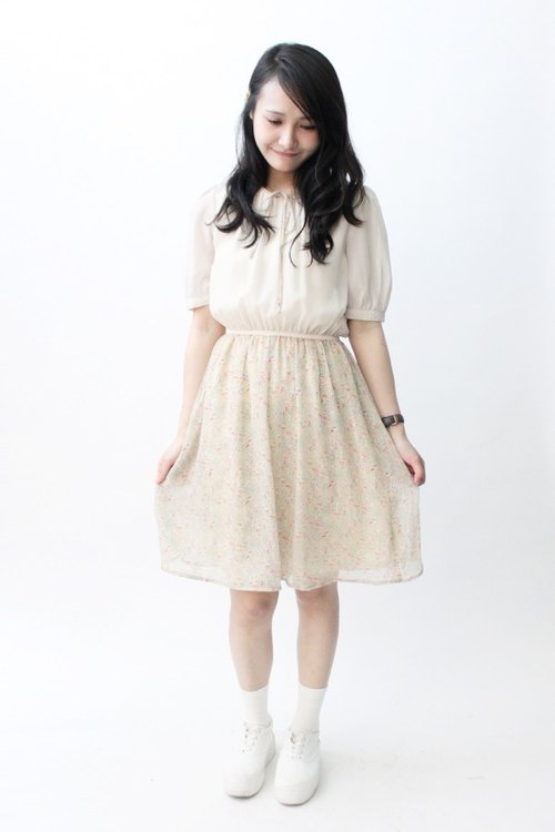 [RE0831D829] autumn beige small floral stitching sweet vintage dress