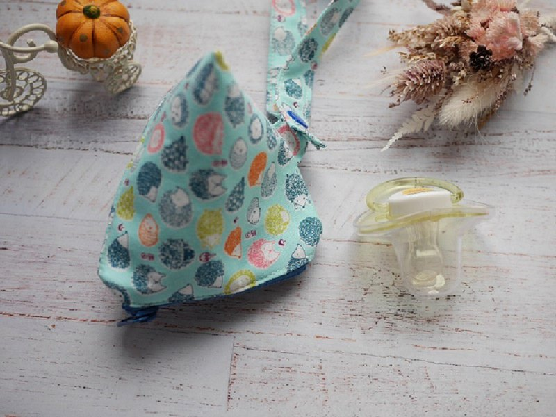 Hedgehog three-dimensional triangle pacifier bag