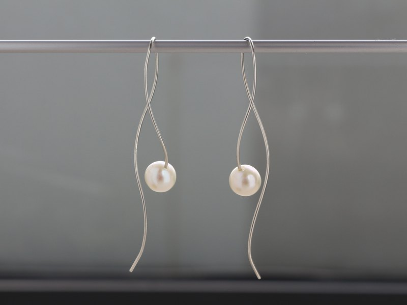 SV935(Argentium)-nuance curve pearl pierced earrings