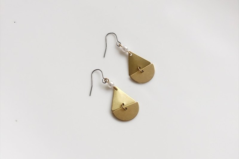 Half of the rain brass pearl earrings