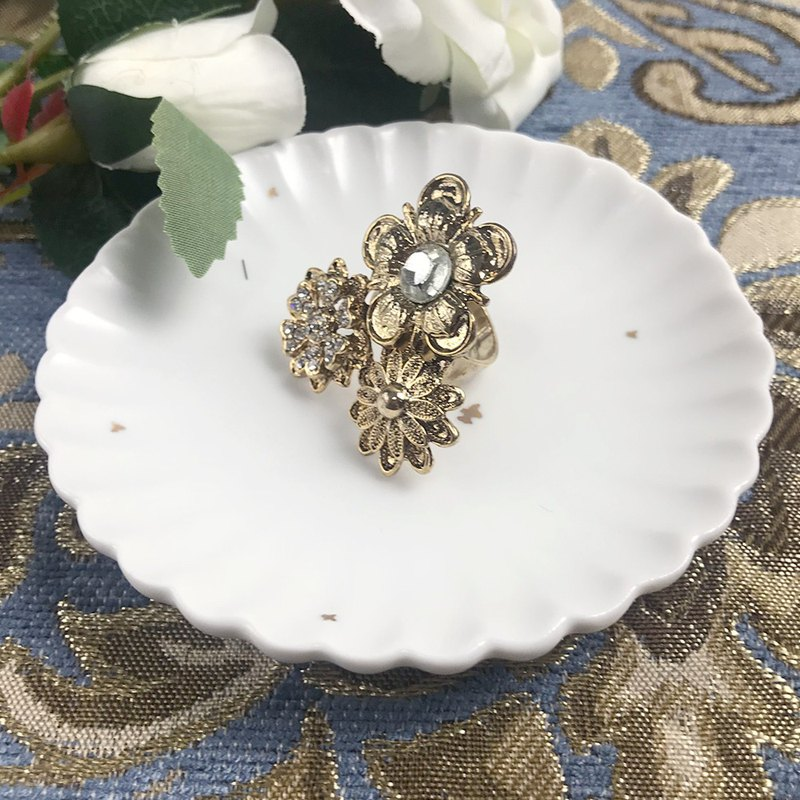 Exaggerated Metal Flower Antique Ring BLA121