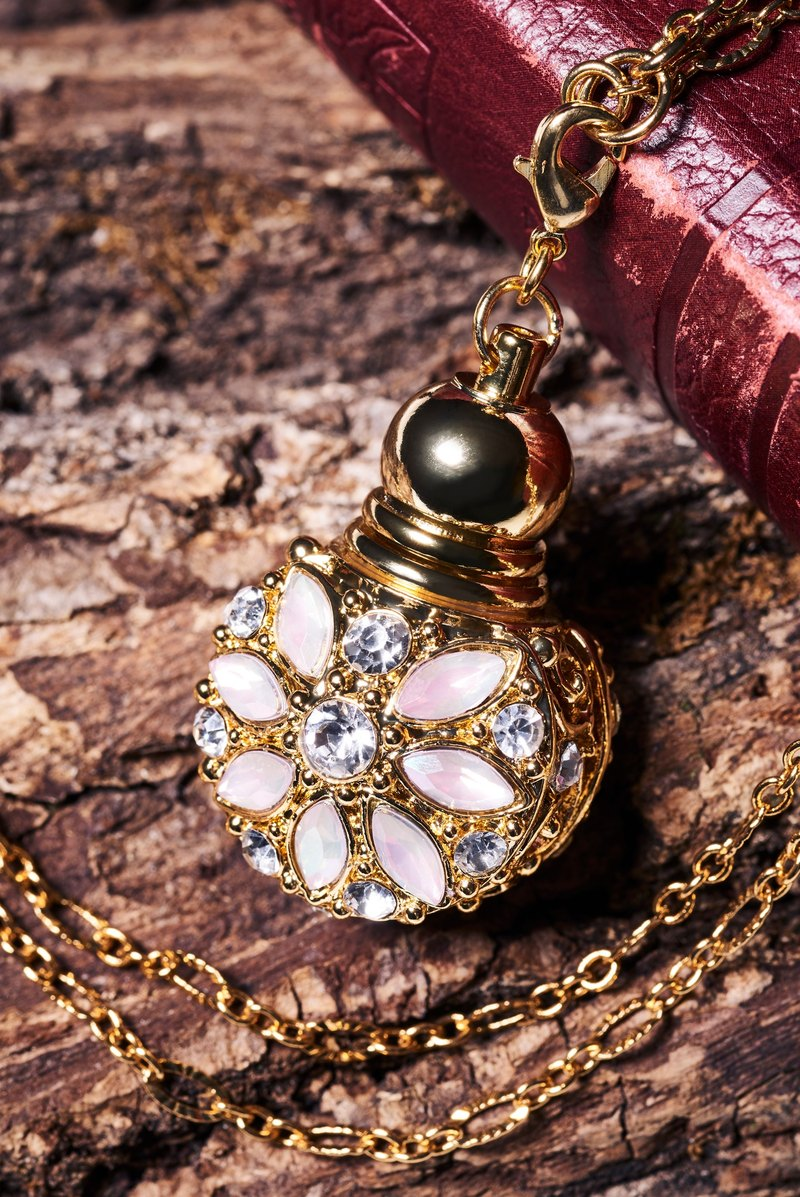 Neve Jewelry Yi Ersi Rainbow Mini Perfume Bottle Necklace (cherry pink gold)
