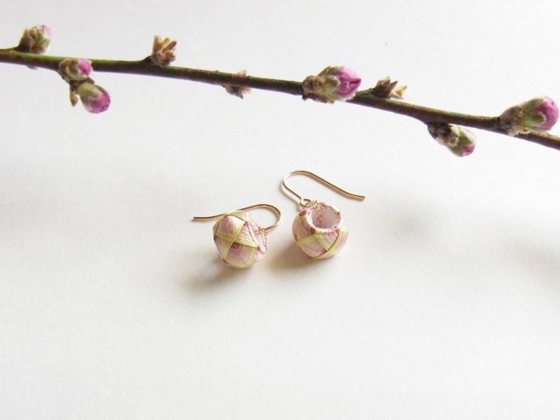 Kaga Yukiki Earrings Leaf cherry tree