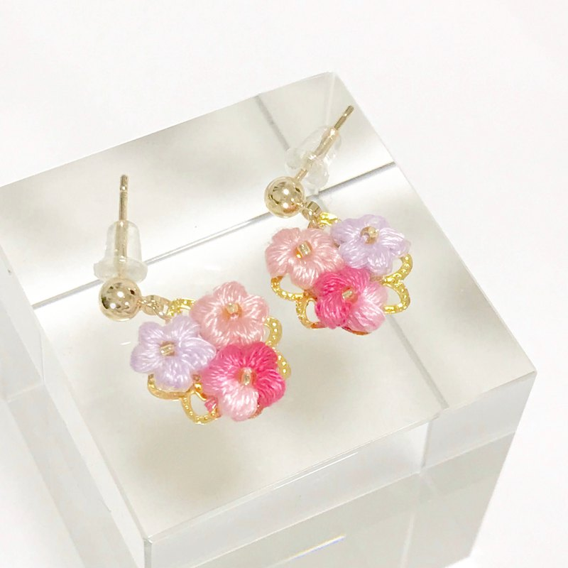 Crochet flower dangle earring