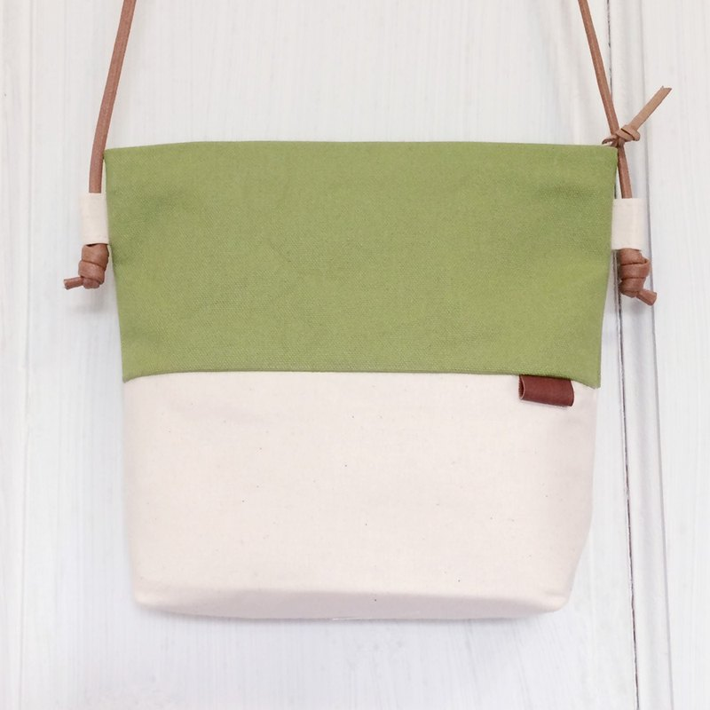 Small oblique backpack - Green grassland