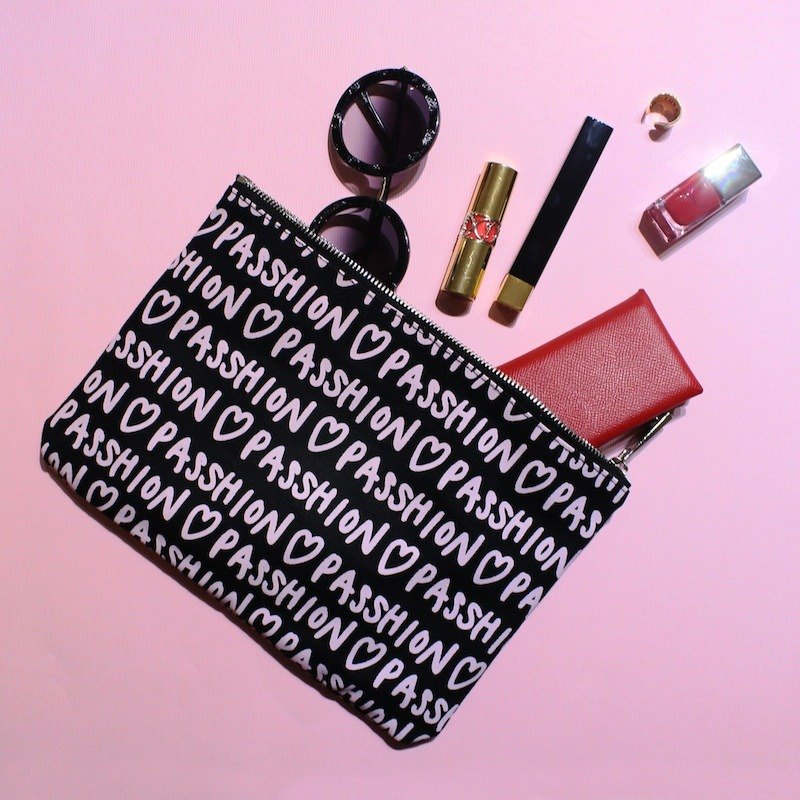 FULL OF PASSHION Envelope Clutch