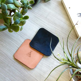 Two sets of leather coasters can be customized logo