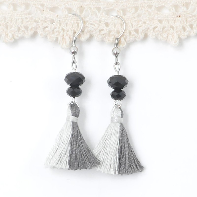 雙色流蘇。型格黑灰。施華洛世奇。耳環 Two Colorway Tassel。Black Grey。Swarovski Crystal。Earrings