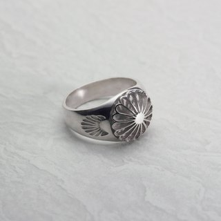 Silver Seal Ring with Juuroku Kiku
