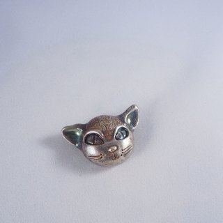 Small flower leopard brooch