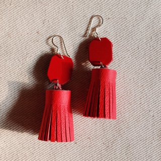 Genuine leather tassel earrings in red