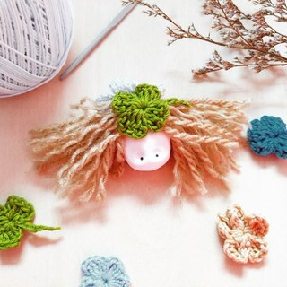 The ClayDoll With Clover & Flower Hat brooch