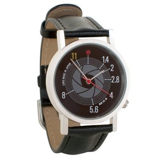 Camera lens aperture watch (neutral table)