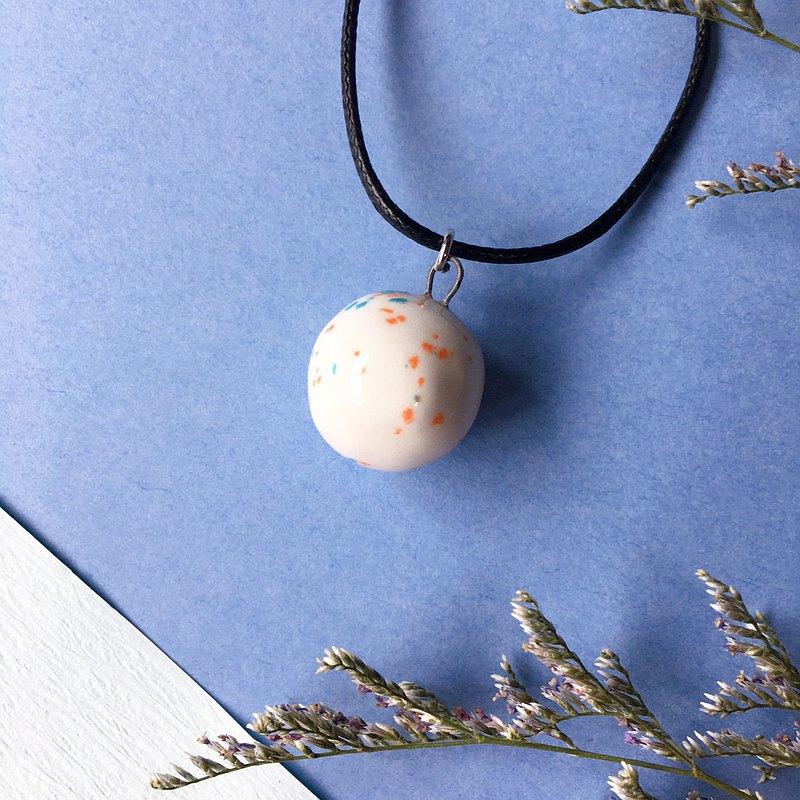 手作白瓷  香水精油項鍊 隨興潑灑 橘藍斑紋釉 擴香