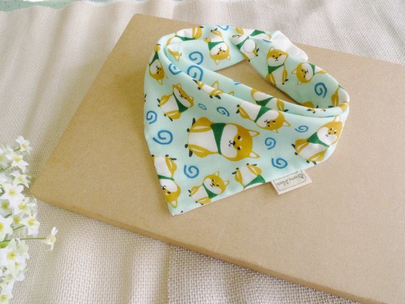 Six-layer yarn triangle saliva towel - cute little Shiba Inu (light green)