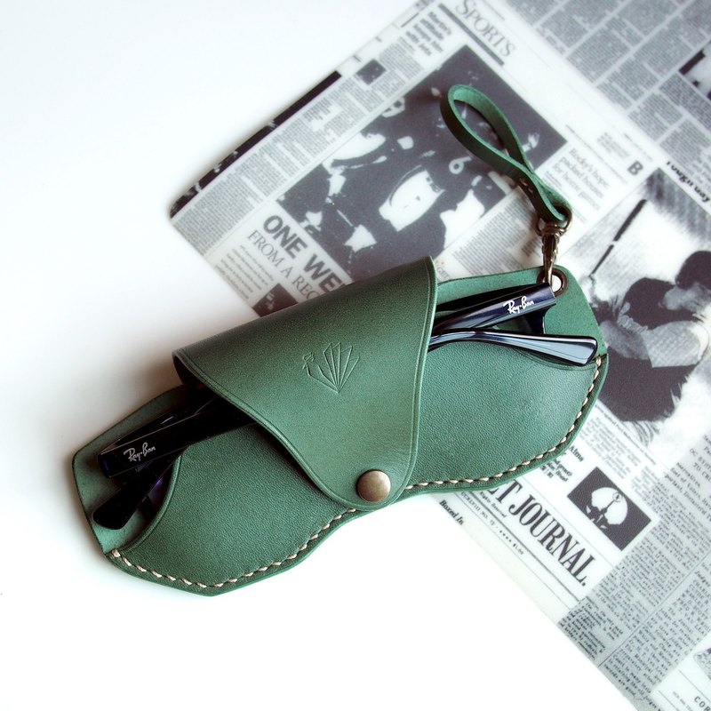 Handmade Personalized Slim Glasses Case, Green leaf Vegetable Tanned Leather