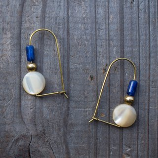 Soda round shell earrings